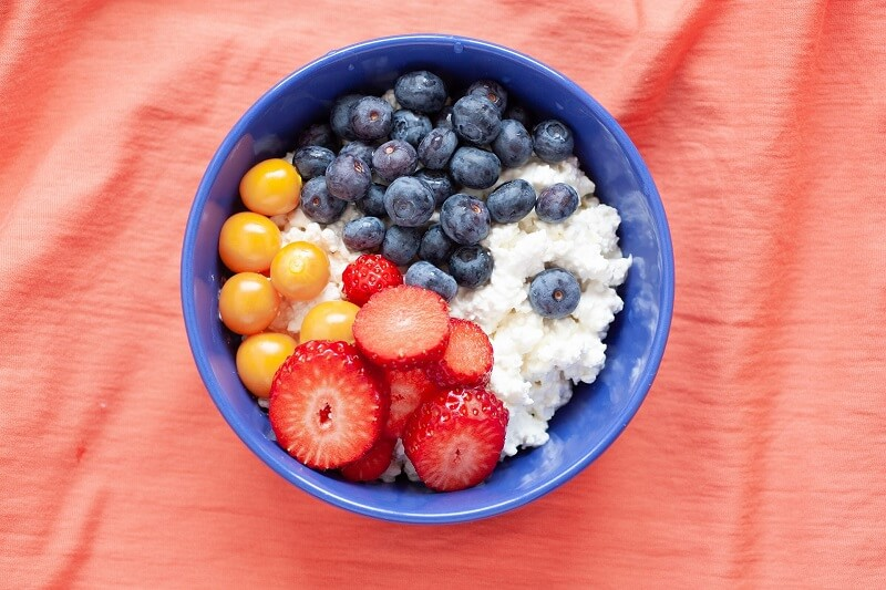 a bowl with whipped cottage cheese, strawberry and blueberries for type 2 diabetics